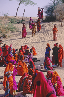 Women on the road to Jaisalmer