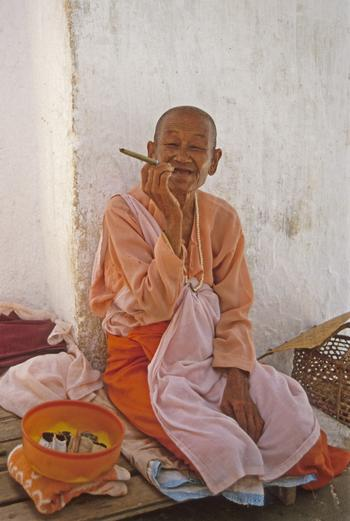 Buddhist nun at Mingan, Mandalay, (1997) Photo (c) Karen Abraha